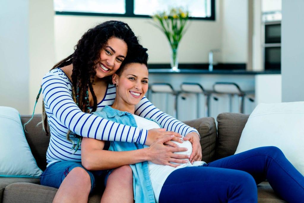 Mètode Ropa tractament per la reproducció assistida entre dues dones que son parella